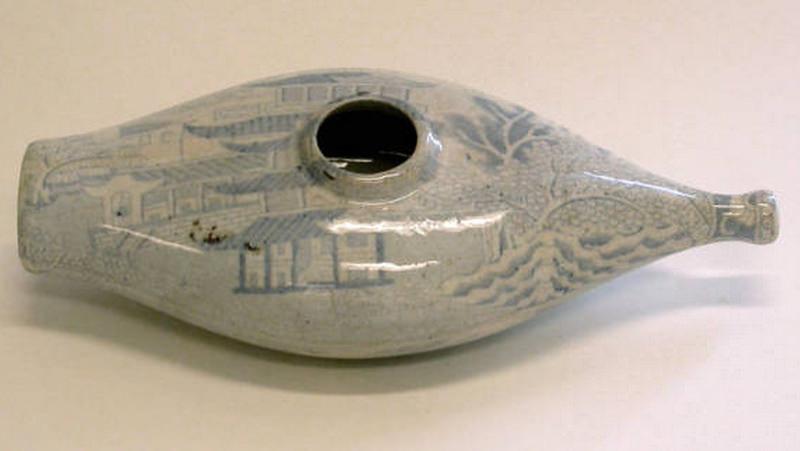 Ceramic feeding bottle
